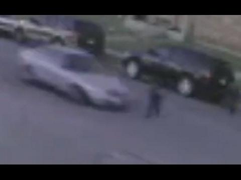 العرب اليوم - شاهد ضرب سيارة لطفل أميركي أثناء ذهابه للمدرسة