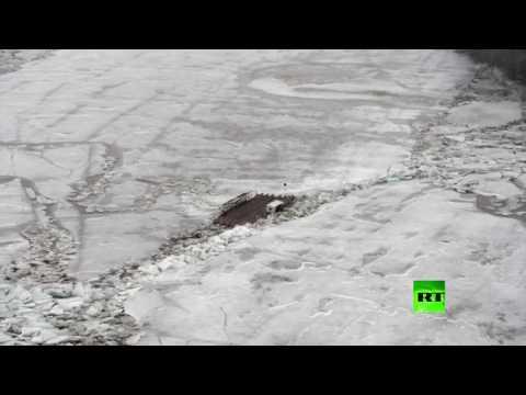 العرب اليوم - بالفيديو مشاهد مميّزة للجليد الزاحف على نهر تيسا في هنغاريا