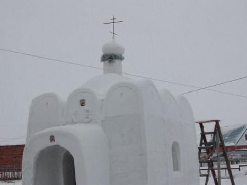 العرب اليوم - بالفيديو بناء كنيسة  ضخمة من الثلج في مدينة سيبيريا الروسية