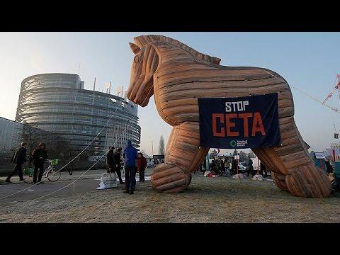 العرب اليوم - حصان طروادة رمز معارضي اتفاقية التبادل الحر