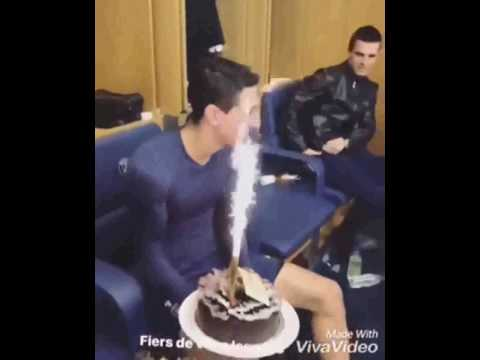 العرب اليوم - شاهد لاعبو سان جيرمان يحتفلون بعيد ميلاد دى ماريا