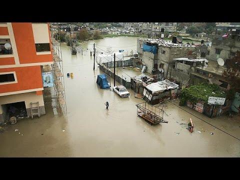العرب اليوم - بالفيديو مياه الأمطار تغرق عدة منازل في قطاع غزة