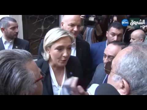 العرب اليوم - بالفيديو  مارين لوبان تغادر دار الإفتاء اللبنانية رفضًا لارتداء غطاء رأس