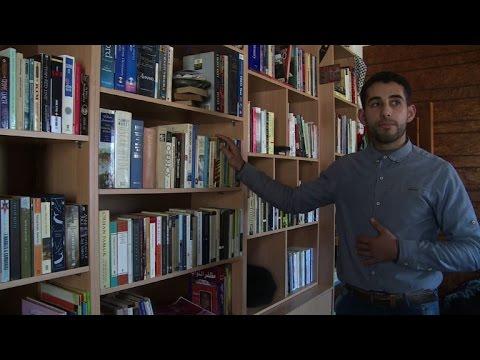 العرب اليوم - بالفيديو الكتب الإنجليزية نافذة لرؤية العالم في قطاع غزة المعزول