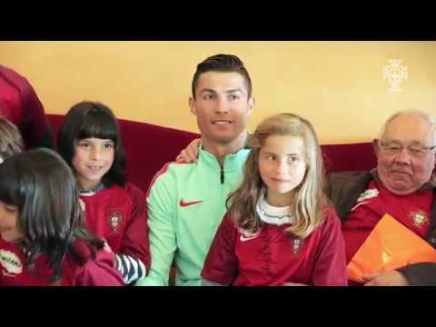 العرب اليوم - شاهد لفتة إنسانية من رونالدو مع أطفال البرتغال قبل مواجهة المجر