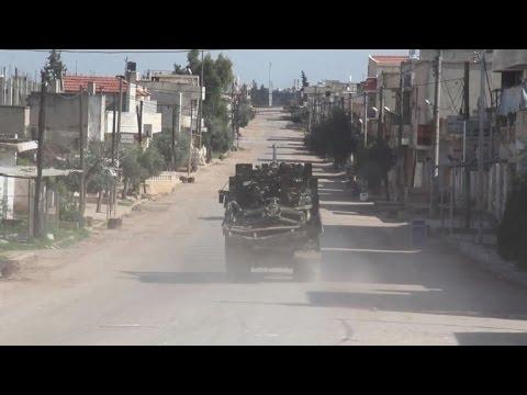 العرب اليوم - شاهد فصائل مقاتلة تواصل تقدمها في حماة وسط سورية