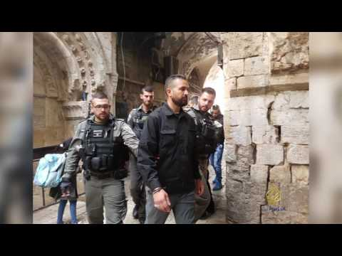 العرب اليوم - بالفيديو ملاحقة قوات الاحتلال لحراس المسجد الأقصى