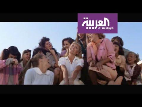 العرب اليوم - شاهد مذيعتا صباح العربية ترقصان رقصة ترافولتا في فيلم grease