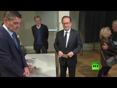 العرب اليوم - شاهد لحظة إدلاء فرانسوا هولاند بصوته في الانتخابات الرئاسية الفرنسية