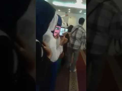 العرب اليوم - بالفيديو عريس سوداني يتزوج فتاتين مرة واحدة ويقيم لهما حفلة واحدة