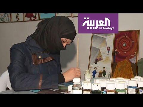 العرب اليوم - شاهد لاجئة سورية تجسد جمال موطنها بريشتها