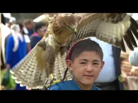 العرب اليوم - الصيد بالطيور الجارحة من التراث في قرغيزيا