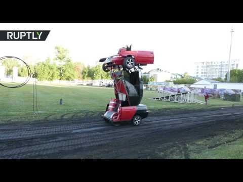 العرب اليوم - بالفيديو  مهندس روسي يحول سيارة إلى روبوت حربي