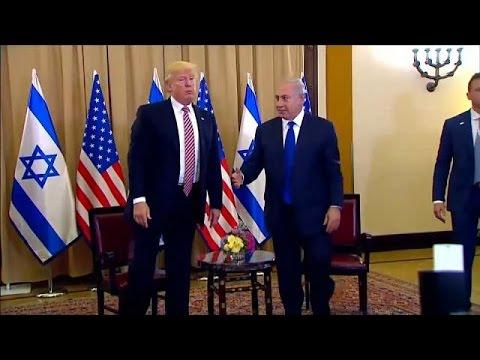 العرب اليوم - شاهد دونالد ترامب يتجاهل مصافحة نتانياهو أمام عدسات الإعلام