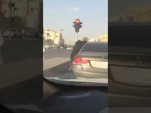 العرب اليوم - مشادة كلامية تتحول لمشاجرة عنيفة بين فتاتين في السعودية