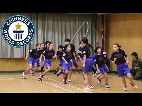 العرب اليوم - شاهد تلاميذ اليابان يحطمون الرقم القياسي في نط الحبل