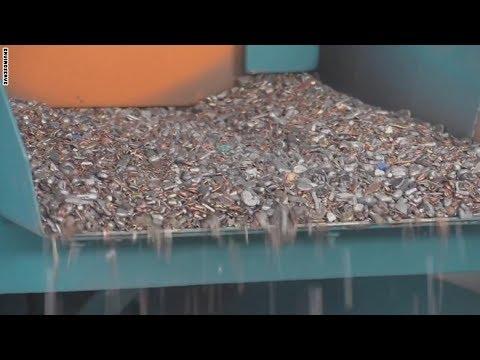 العرب اليوم - شاهد إنتاج الذهب والفضة من النفايات الإلكترونية للشرق الأوسط