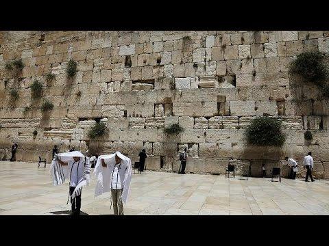 العرب اليوم - شاهد الحكومة الإسرائيلية تتخلى عن خطة الصلاة أمام حائط المبكى