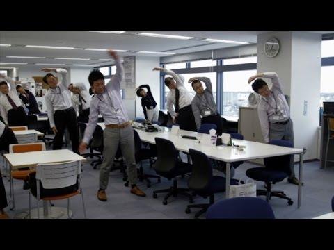 العرب اليوم - الحصص الرياضية تشق طريقها إلى مكاتب العمل في اليابان