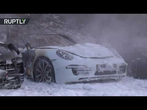 العرب اليوم - إحراق سيارات رياضية قبل انعقاد قمة العشرين