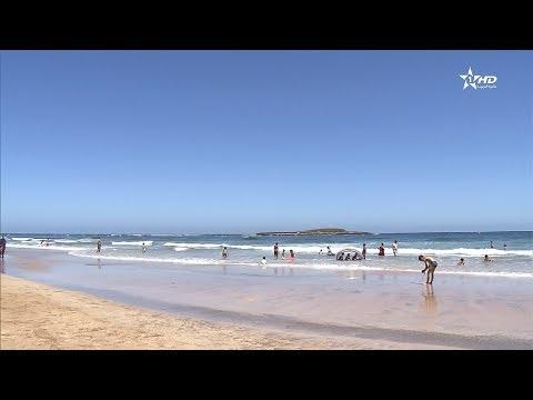 العرب اليوم - شاهد اللواء الأزرق يرفرف للمرة الـ 10 على شاطئ الصخيرات
