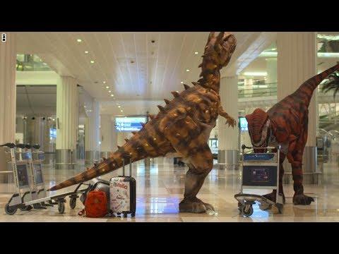 العرب اليوم - بالفيديو  ديناصورات تستقبل المسافرين في مطار دبي الدولي