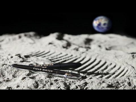 العرب اليوم - ناسا أنفقت ملايين الدولارات في اختراع قلم يكتب في الفضاء