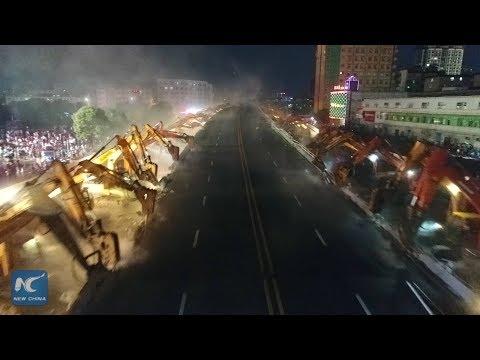 العرب اليوم - شاهد 200 حفار لإزالة أحد الجسور في الصين خلال 8 ساعات فقط
