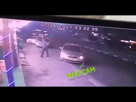 العرب اليوم - شاهد لحظة سرقة سيارة امرأة تركتها في وضع التشغيل