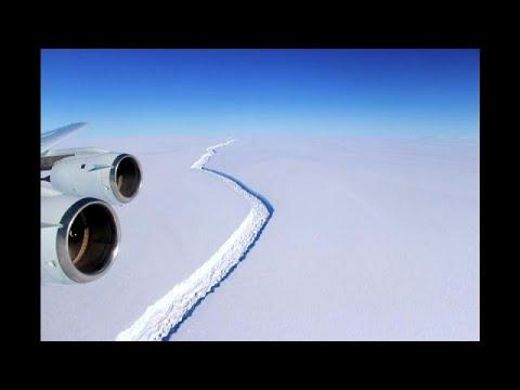 العرب اليوم - شاهد تريليون طن من الجليد تنفصل للسباحة الحرة