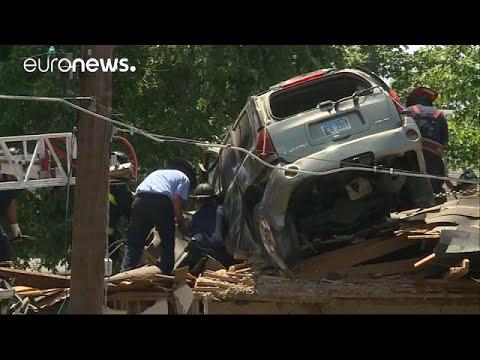 العرب اليوم - شاهد سائق يركن سيارته فوق سطح منزله