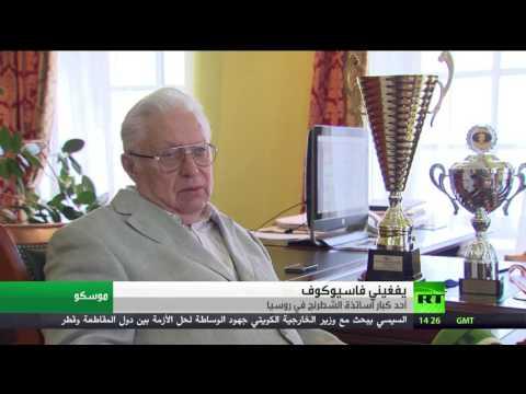 العرب اليوم - شاهد طفل يجاري كبار لاعبي الشطرنج في روسيا
