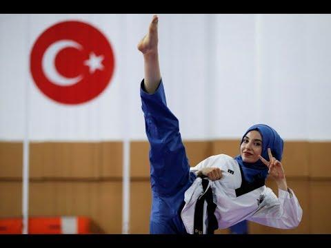 العرب اليوم - شاهد فتاة تركية لم يمنعها الحجاب أن تصبح بطلة العالم في التايكوندو