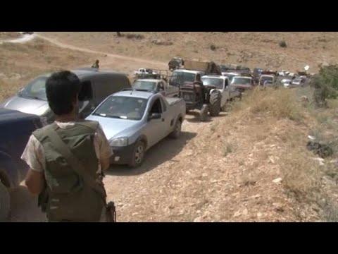 العرب اليوم - شاهد توقيف شبان اعتدوا بالضرب على لاجئ سوري في لبنان