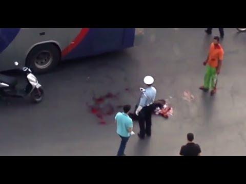 العرب اليوم - شاهد مجرم يذبح أخر أمام أعين الناس
