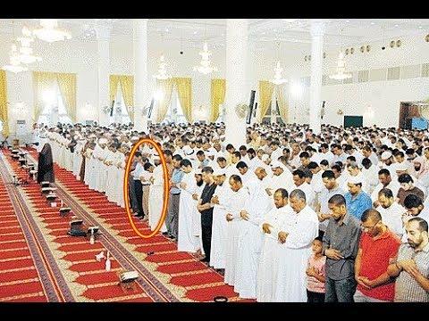 العرب اليوم - شاهد سقوط أحد المصلّين في المسجد أثناء قراءة القرآن