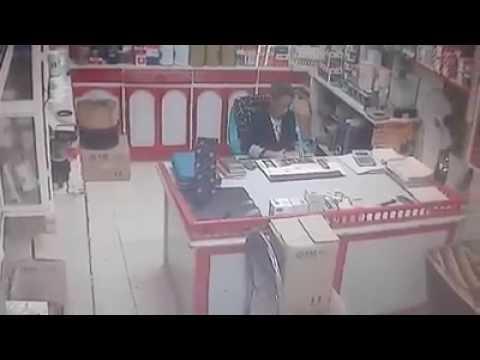 العرب اليوم - فتاة تسرق موبايل من داخل محل في الإسماعيلية