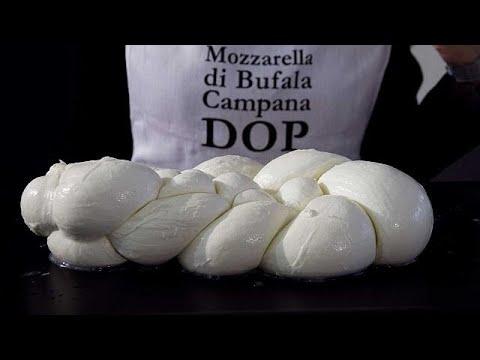 العرب اليوم - تربع الموزريلا الحلال على عرش سوق الأجبان الإيطالية