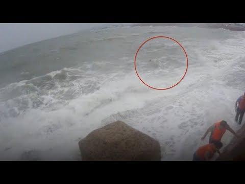 العرب اليوم - شاهد لحظة إنقاذ رجل مخمور من الموت غرقًا في الصين