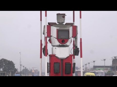 العرب اليوم - روبوت لتنظيم حركة المرور في شوارع الكونغو