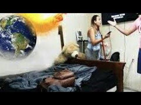 العرب اليوم - شاهد شاب يوهم زوجته بأن نهاية العالم قد حانت