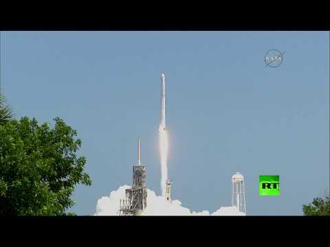 العرب اليوم - شاهد مركبة دراغون لنقل الشحنات تنطلق إلى المحطة الفضائية