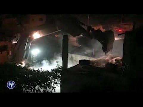 العرب اليوم - شاهد الجيش الإسرائيلي يهدم منزل منفذ عملية حلميش عمر العبد
