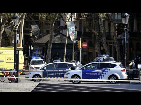العرب اليوم - شاهد تفاصيل حادثة دهس عشرات الأشخاص وسط برشلونة