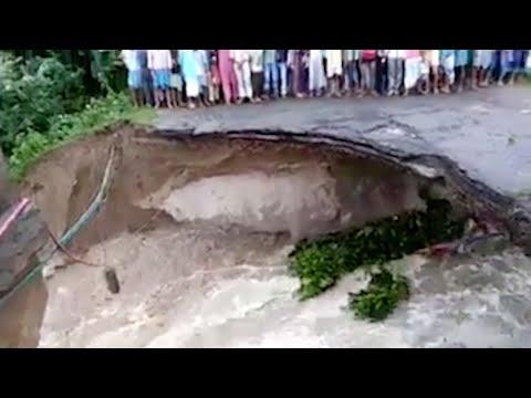 العرب اليوم - بالفيديو لقطات مرعبة للحظة غرق أم وابنتها بعد انهيار جسر