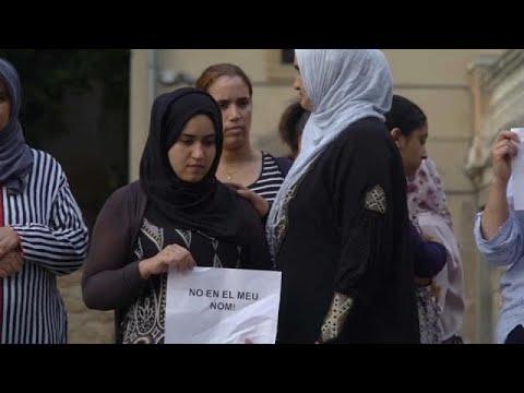 العرب اليوم - شاهد والدة المشتبه به الهارب في اعتداء برشلونة تطالبه بتسليم نفسه