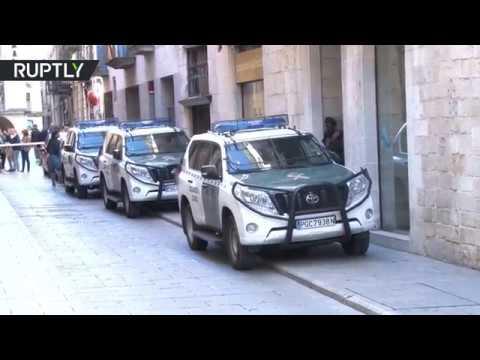 العرب اليوم - شاهد عمليات تفتيش واحتجاز في كاتالونيا الإسبانية