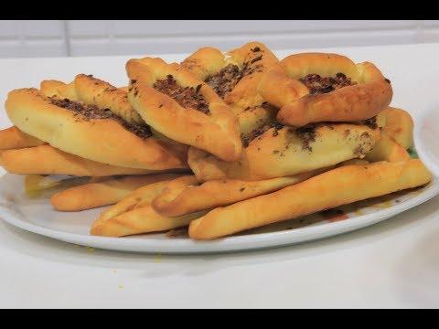 العرب اليوم - بالفيديو  طريقة إعداد فطائر بالزعتر والسماق