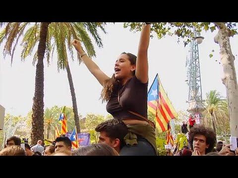 العرب اليوم - شاهد كاتالونيا تتحدّى حملة إسبانيا لوأد استفتاء الانفصال