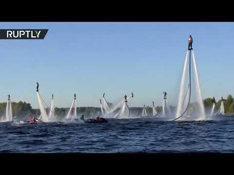 العرب اليوم - 60 بشريًا يطيرون فوق الماء